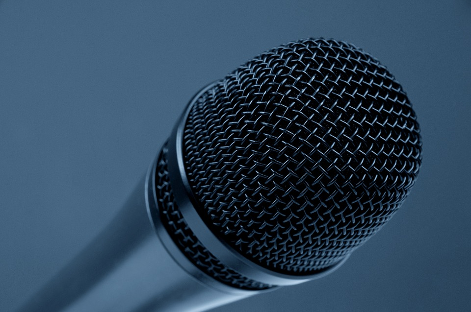 microphone-298587_960_720